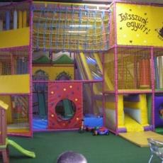 Kalandpark Játszóház labirintus